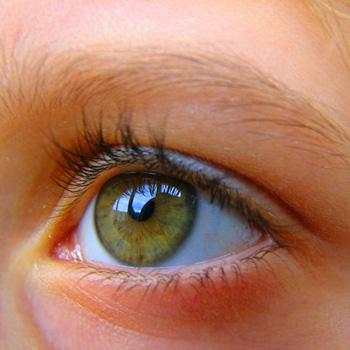 Как лечить глаза народными средствами